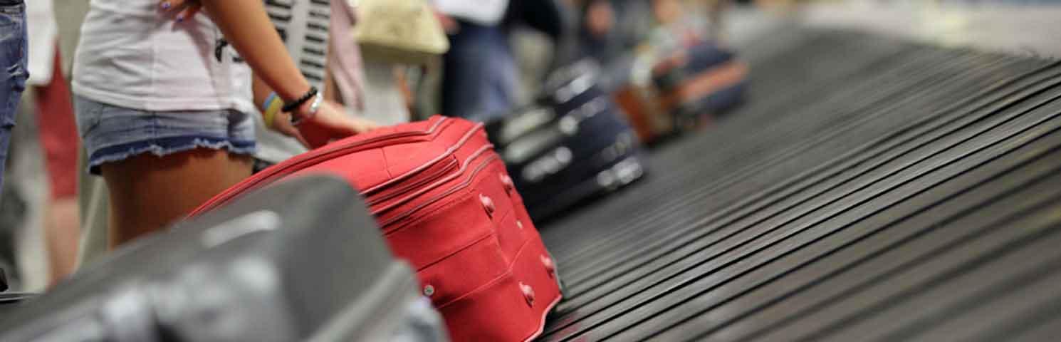 Yetkililer, Türkiye ve Çin'den Gelen Yolcuların Bavullarından Çıkan Sahte Markaların Çokluğuna Dikkat Çekiyor