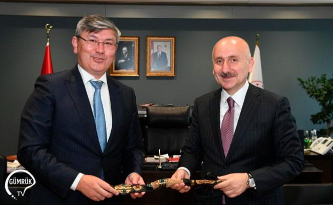 Kazakistan, 4 Bin Tek-Tip Geçiş Belgesini Teslim Ediyor