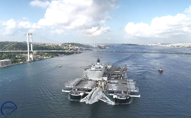 Dünyanın En Büyük İnşaat Gemisi İstanbul Boğazı'ndan Geçiyor