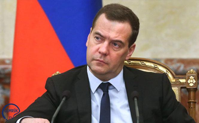 Medvedev İmzaladı: Rusya'da 4 Bölgede Tax Free Uygulaması Başlatılıyor