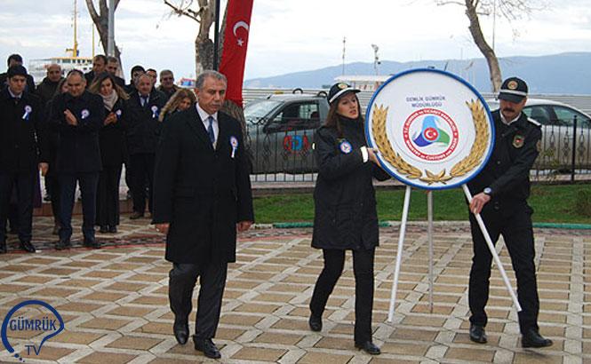 Gemlikte Gümrük Müdürü Muammer Ünal ve Gümrük Müdürlüğü Çalışanlarının Katıldığı Etkinlik Kapsamında Atatürk Anıtı'na Çelenk Sunuldu